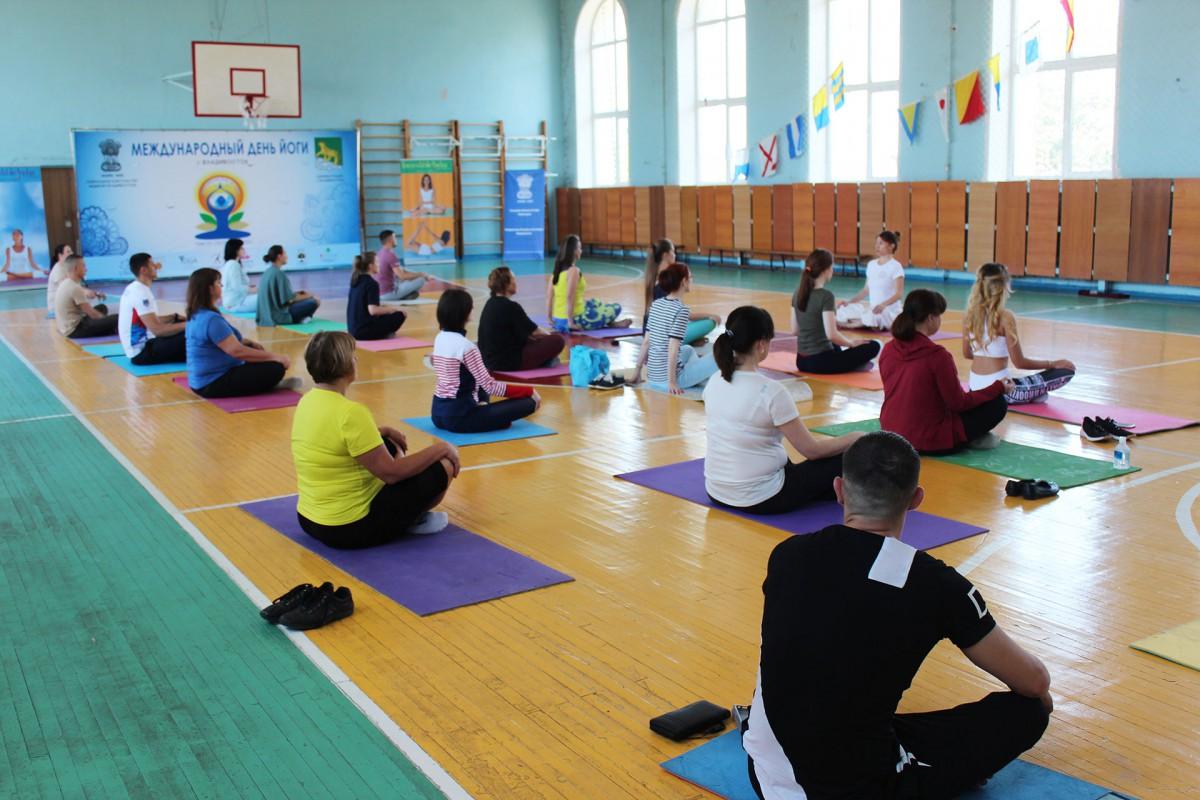 Блок для йоги фиолетовый
