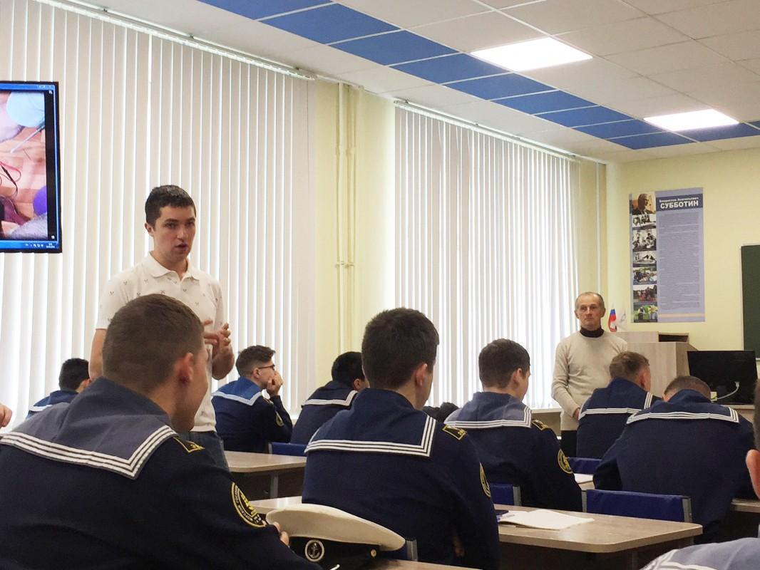 Postgraduate student Denis Korovetskiy told cadets about robotics