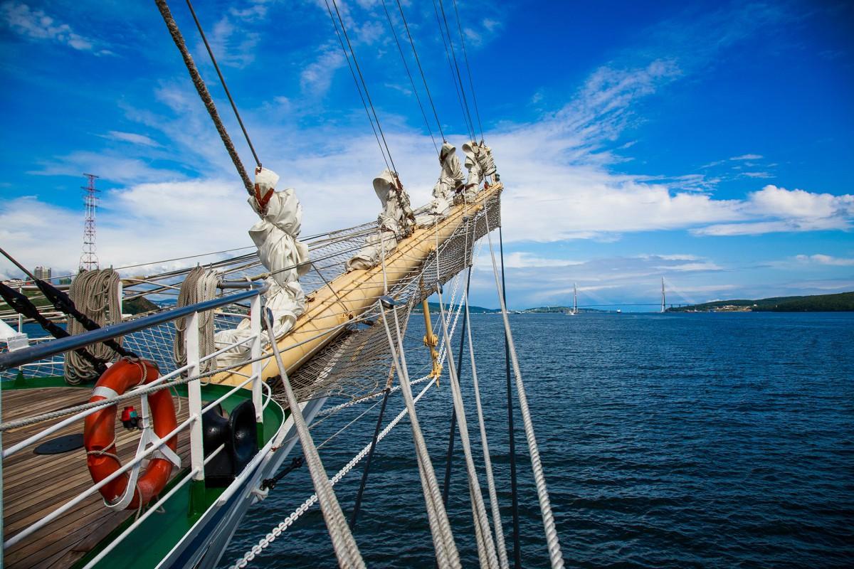 Sailboat Nadezhda set out to the Far East Tall Ships Regatta
