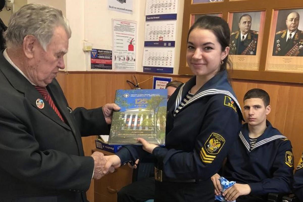 «Gals» visiting FESCO veterans