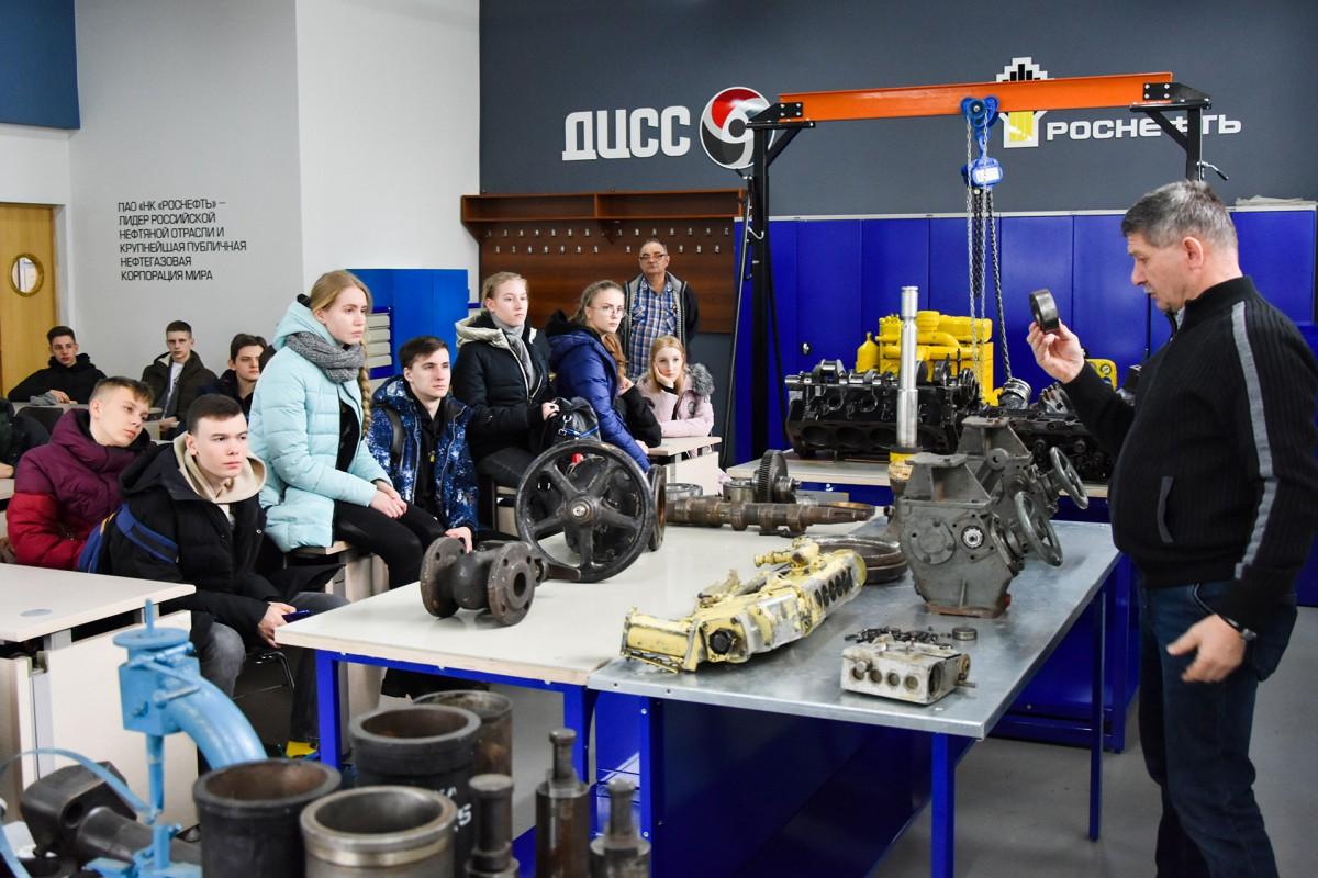 Schoolchildren of Rosneft-classes visit University